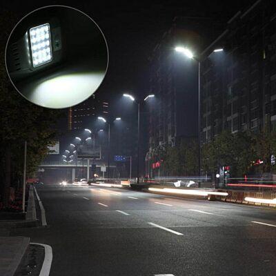 Napelemes utcai LED lámpa mozgásérzékelővel, 20W