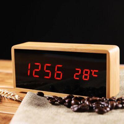 Bambusz borítású programozható digitális ébresztőóra hőmérővel