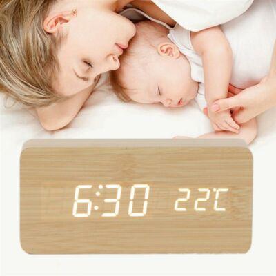 Fa hatású digitális ébresztőóra hőmérővel, fehér számokkal - világosbarna